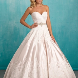 Bridal Gown: Dallia