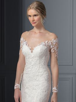 Bridal Gown: Carolina