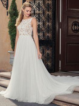 Bridal Gown: Della